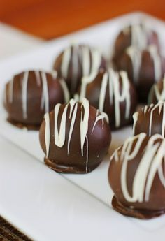 Classic Oreo Truffles ~ we all love them!   www.thekitchenismyplayground.com