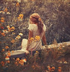 I want to take a picture like this so bad! ❀ Flower Maiden Fantasy ❀ beautiful photography of women and flowers
