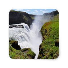 gigantischer Wasserfall