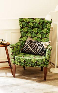 Poltrona con schienale alto STOCKHOLM con fodera in cotone e lino verde.