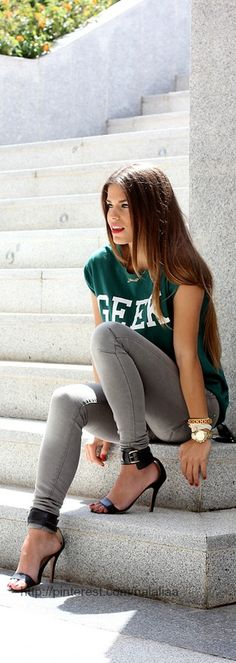 Love this casual look... That isn't so casual with those shoes :)