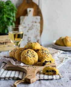 Νηστίσιμα ελιοπιτάκια – Let's Treat Ourselves Mini Pies, Gingerbread Cookies, Camembert Cheese, Waffles, Vegan, Breakfast, Desserts, Food, Gingerbread Cupcakes