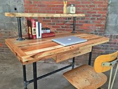 Easy diy wood desk innovative pallet computer desks easy and crafts easy diy desk plans Pipe Furniture, Pallet Furniture, Furniture Projects, Furniture Plans, Home Projects, Couch Furniture, Industrial Furniture, Pallet Projects, Garden Furniture
