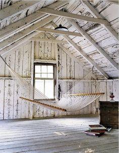 HOME DECOR – RUSTIC STYLE – early american decor inside this vintage farmhouse seems perfect with a barn loft hammock, cabane de planches et hamac. Attic Rooms, Attic Spaces, Attic Bathroom, Attic Loft, Attic Playroom, Attic Ladder, Attic Office, Attic Apartment, Attic Library