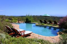 Fynbos Ridge Country House is a large Cape Dutch design Guest House which has 4 double luxury bedrooms and 1 double superior luxury bedroom & Self Catering Cottages| Holiday Houses SA