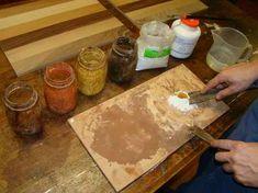 stucco di gesso e terre colorate nel corso di restauro di mobili antichi-artedelrestauro.it