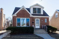For Sale - Skokie, IL - Immaculate 3 bedroom 2 bath house. Freshly decorated.  I'll love for you to see it! Call me 847-814-0198 SOLD