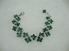 Beautiful flower crystal bead bracelet