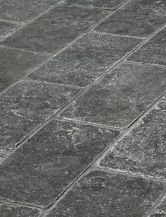 Limestone tumbled pavers from select quarries in France. Cobblestone pavers are ideal for gardens, pools and indoor/outdoor areas. Exquisite Surfaces 2/18