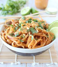 Homemade Thai peanut sauce is tossed with chicken and rice noodles in this quick and easy chicken stir fry recipe!This peanut sauce is everything!It's deliciously creamy, sweet with a litt Stir Fry Recipes, Pork Chop Recipes, Sauce Recipes, Chicken Recipes, Cooking Recipes, Healthy Recipes, Recipe Chicken, Yummy Recipes, Salmon Recipes