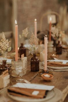 Floral Wedding, Rustic Wedding, Wedding Flowers, Natural Wedding Decor, Bodas Boho Chic, Wedding Table Settings, Diy Wedding Vases, Antique Wedding Decorations, Simple Wedding Table Decorations