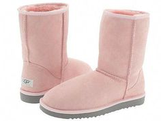 My favorite boots to wear in the winter!These boots are awesome. They are soft, comfortable. Ugg Boots With Bows, Ugg Snow Boots, Ugg Winter Boots, Ugg Boots Outfit, Ugg Style Boots, Shearling Boots, Leather Boots, Cheap Boots, Cheap Uggs