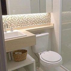 Confira como decorar banheiros pequenos de maneira linda e criativa, capaz de aproveitar totalmente os espaços de seu banheiro para deixa-lo lindo. Bathroom Layout, Bathroom Interior, Modern Bathroom, Master Bathroom, Bathroom Vintage, Tiny Bathrooms, Minimalist Bathroom, Bathroom Colors, Douche Design