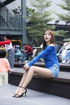 Women With Beautiful Legs, Beautiful Young Lady, Beautiful Girl Image, Cute Asian Girls, Beautiful Asian Girls, Pantyhose Outfits, Sexy Legs And Heels, Sexy Outfits, Asian Woman