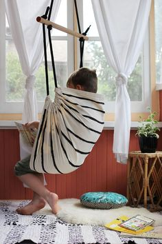 We love this DIY Reversible Hammock Chair