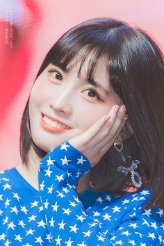 Twice - Momo Kpop Girl Groups, Korean Girl Groups, Kpop Girls, Extended Play, Nayeon, Rapper, Oppa Gangnam Style, Twice Fanart, Sana Momo