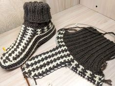 Free Knitting Patterns You Have to Knit Knitting Paterns, Baby Hats Knitting, Knitting Socks, Free Knitting, Handmade Baby Blankets, Handmade Baby Gifts, Crochet Shoes Pattern, Shoe Pattern, Knitted Heart