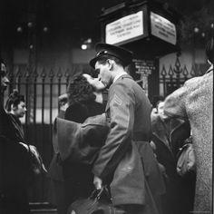 WW2 kiss