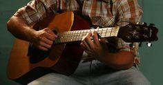 Todos los tipos de afinación de guitarra. La afinación estándar para una guitarra de 6 cuerdas es Mi-La-Re-Sol-Si-Mi, pero muchas canciones requieren de una afinación diferente. Las diferentes afinaciones de guitarra les permiten a los guitarristas tocar diferentes tipos de acordes y riffs. Las canciones que usan estas afinaciones puede que no sean posibles de tocar con la afinación ...