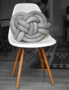 Super Creative DIY Celtic Knot Pillow - Shelterness