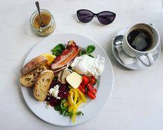 Tylko 10 zł za wypełniony dobrem talerz i kawę. Dzięki MOMU! <3 #haveabitein #haveabitewarszawa #warsaw #warszawa #breakfast #breakfastofchampions #momu #pieczemydymem @MOMU #goodmorning #riseandshine #coffee #restaurant #instafood #foodie #food #haveabite