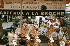 """Photo Argentique E. Perier """"Marché - Gâteaux à la broche"""" #villederodez #rodez #marché #gateauxalabroche"""