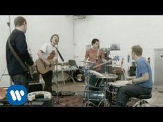 Coldplay - Shiver [Alt Rock Post-Britpop] One of coldplay's best. Coldplay New, Coldplay Albums, Greatest Songs, Greatest Hits, Unrequited Love Songs, Beautiful World Lyrics, Happy 15th Birthday, Video Clip, Viva La Vida