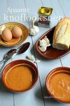 Super simpel recept voor knoflooksoep. Voorgerecht/lunch. Deze Spaanse knoflooksoep is lekker zacht en je proeft (gerookt) paprikapoeder naast de knoflook!