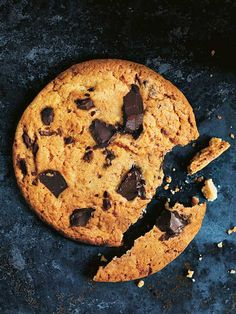 My recipe for chewy chocolate chip cookies are great for dessert or an afternoon snack. Chocolate Chip Cookies Ingredients, Chewy Chocolate Chip Cookies, Salted Chocolate, Baking Chocolate, Slow Cooker Desserts, Baking Recipes, Cookie Recipes, Dessert Recipes, Donna Hay Recipes