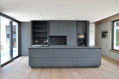 Puristische Küche in Grau - Küchen - Referenzen - La Cucina é Casa | küche | wohnen | innenarchitektur | Schweinfurt