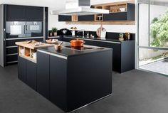 cuisine noire et boisée nova darty Smart Kitchen, Diy Kitchen Storage, Kitchen Corner, Home Decor Kitchen, Interior Design Kitchen, Black Kitchens, Home Kitchens, Kitchen Colors, Home Remodeling
