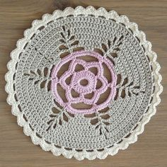 Studio 92 Designs: Doily no pattern, but could do from photo  -- maybe Love the fern design