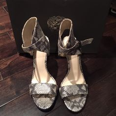 🎉HP 4/24🎉 Vince Camuto snake skin print heels Reposh' amazing worn once. Size 6 1/2 excellent condition . With box!! Steel Exotic Lame Vince Camuto Shoes Heels