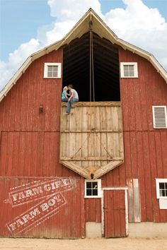 Let's just forget about the people in the loft and think about how AMAZING this barn is ♥