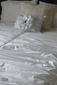 pottery barn duvet knock off using 3 king size sheets (for queen size bed).