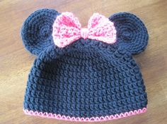 Note to self : Pinned for inspiration. ~ Minnie Mouse Crochet Hat by SewCraftyCrochetMom on Etsy Crochet Kids Hats, Crochet Cap, Crochet Beanie, Love Crochet, Knitted Hats, Knitting Projects, Crochet Projects, Baby Hats, Baby Knitting