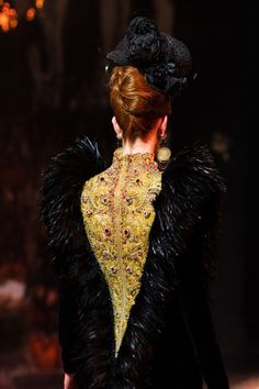 Guo Pei at Couture Fall 2016 - Details Runway Photos
