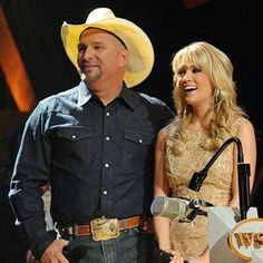 Garth and Carrie Country Music Artists, Country Music Stars, Country Singers, Black White Photos, Black And White, Carrie Underwood Fans, Friends In Low Places, Garth Brooks, Music Guitar