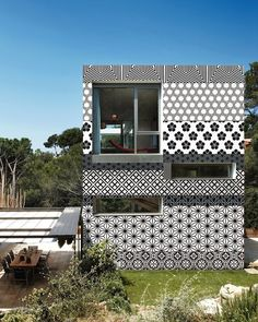 Tokio Stripes | Patterned Stripes | Outdoor Wallcovering | Contemporary Home