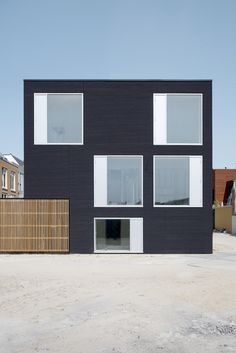 V35K18 Residence in Leiden, The Netherlands by Pasel Kuenzel