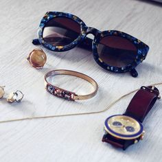 Definitely need those sunnies this weekend 😎  .  .  .  .  .  .  .  .  .  .  #sunglasses #sunnies #parfois #bracelet #bangle #ring #hm #triwa #watch #earrings #jewellery #jewelry #flatlay #fashion #style #details #accessory #accessories #accessorise #fblogger #styleblogger #fashionblogger #fashiondetails #wiwt #wiw #whatiwore #whatimwearing