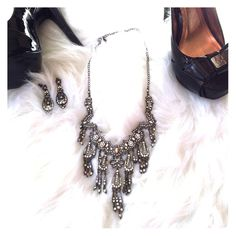 """NEW Stunning Crystal Statement Necklace Set ▪️Absolutely stunning statement necklace with matching earrings!  ▪️Brand New, never worn.  ▪️ Measures about 12"""" long closed on longest setting.  ▪️❗️Discounts on bundles❗️  ▪️❌No trades/PP❌ Jewelry Necklaces"""