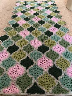 Transcendent Crochet a Solid Granny Square Ideas. Inconceivable Crochet a Solid Granny Square Ideas. Crochet Motifs, Crochet Blocks, Granny Square Crochet Pattern, Afghan Crochet Patterns, Crochet Squares, Crochet Stitches, Crochet Home, Irish Crochet, Knit Crochet