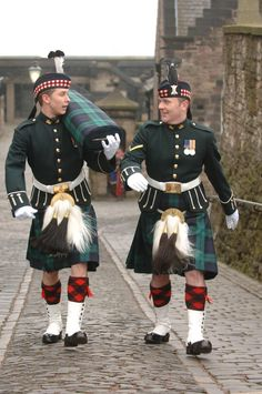 The Story of Black Watch: Scotland's Royal Regimental Tartan Scottish Army, Scottish Warrior, Scottish Dress, Motif Tartan, Tartan Fabric, British Army Regiments, Tartan Finder, King George Ii, Alexander Mcqueen