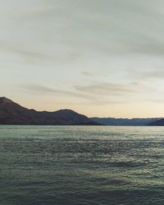 The freezing temperatures have hit us like a freight train but one thing I'm looking forward to about autumn is the crisp and clear view across the lake on days like these  #realmiddleearth #sunset #lakewakatipu #kinloch #glenorchy #lifeofadventure #passionpassport #exploremore #wanderlust #vscogood #finditliveit  #theadventurehandbook #theoutbound #discoverqueenstown #wildernessculture #livefolk #liveauthentic #purenewzealand #fromwhereistand #newzealandfinds #capturenz #adventurelocal by…