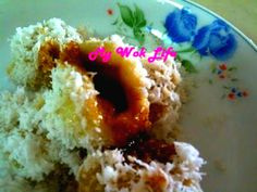 Ondeh-ondeh (Sweet Potato Balls with Malacca Palm Sugar Filling)