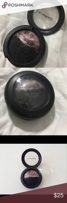 "MAC mineralize eyeshadow ""Hot Contrast"" Mineralize MAC eyeshadow ""hot contrast"" MAC Cosmetics Makeup Eyeshadow"