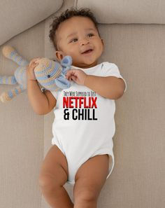 Hakuna Ma's Tata's Funny Nursing Unisex Baby Onesie® - Perfect Gift For New Breastfeeding Moms - Baby Fashion - Lenora Netflix And Chill, Funny Babies, Cute Babies, Fun Baby, Baby Shower Gifts, Baby Gifts, Nouveaux Parents, Cute Baby Onesies, Gifts For New Parents