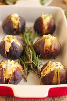 Découvrez cette recette de figues rôties au chèvre et au miel. Servies à l'apéritif ou en entrée, c'est la recette idéal en ce début d'automne !