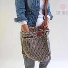 Looks chic and feels just right. For the - Salvabrani Bag Crochet, Crochet Handbags, Linen Bag, Knitted Bags, Handmade Bags, Bag Making, Hand Knitting, Purses And Bags, Crochet Tote